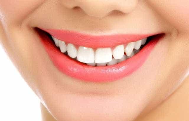 Comment rendre ses dents blanches, les méthodes naturelles